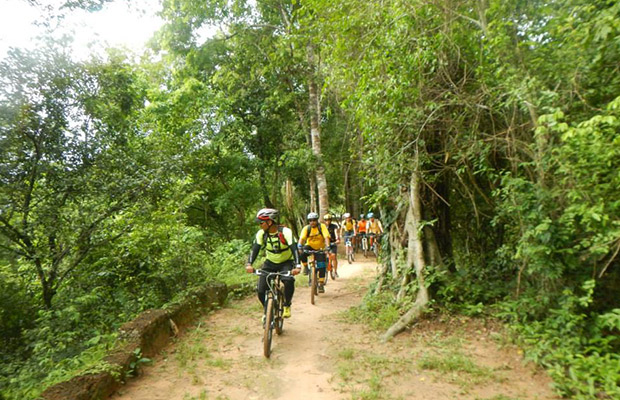 Trails of Angkor Thom Wall, Siem reap cycling tour